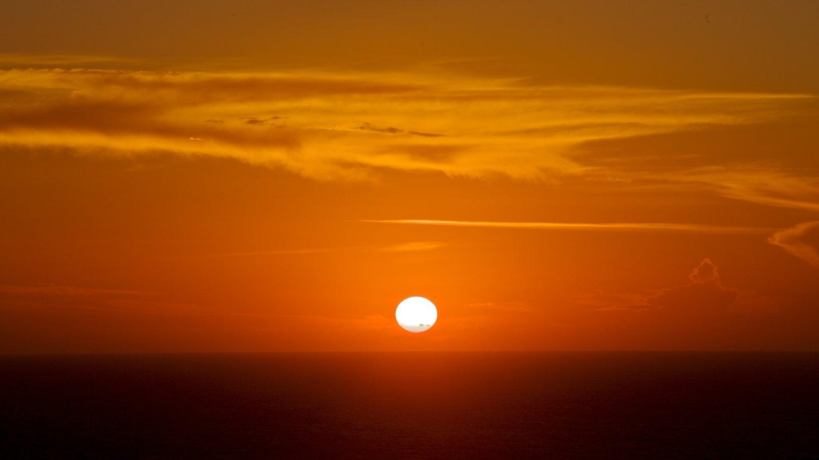 Oia mostrando um pôr do sol