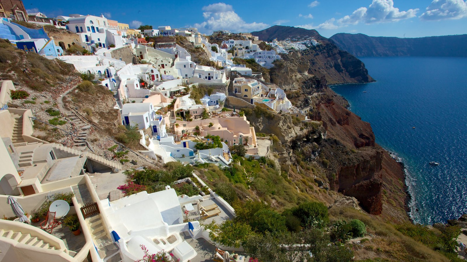 Oia showing a coastal town and landscape views