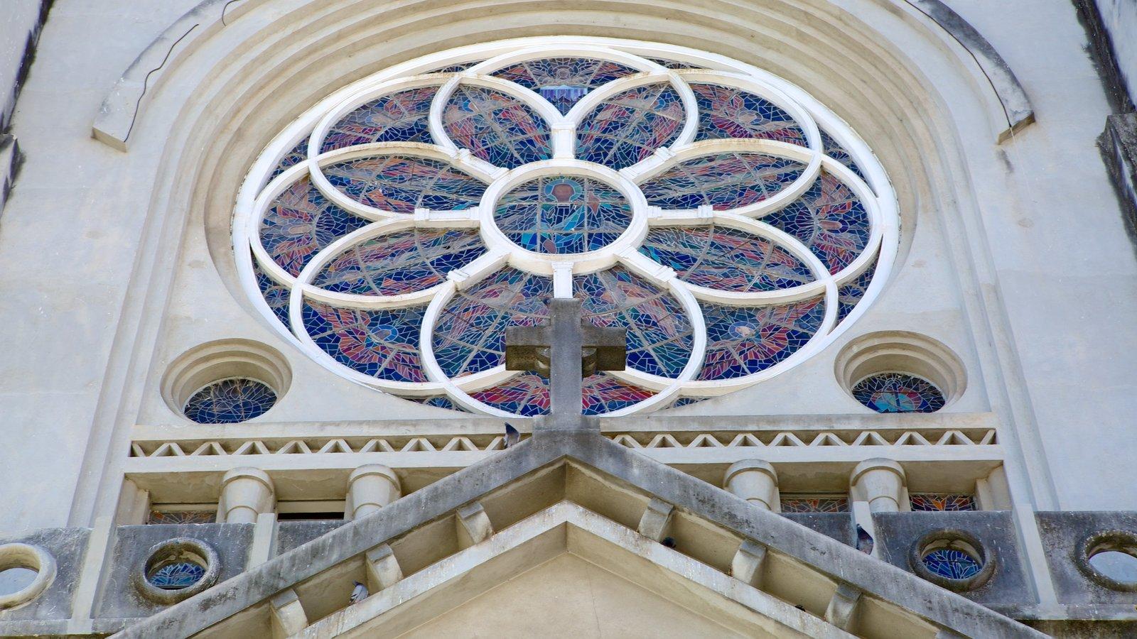 Fortaleza mostrando aspectos religiosos, uma igreja ou catedral e arquitetura de patrimônio