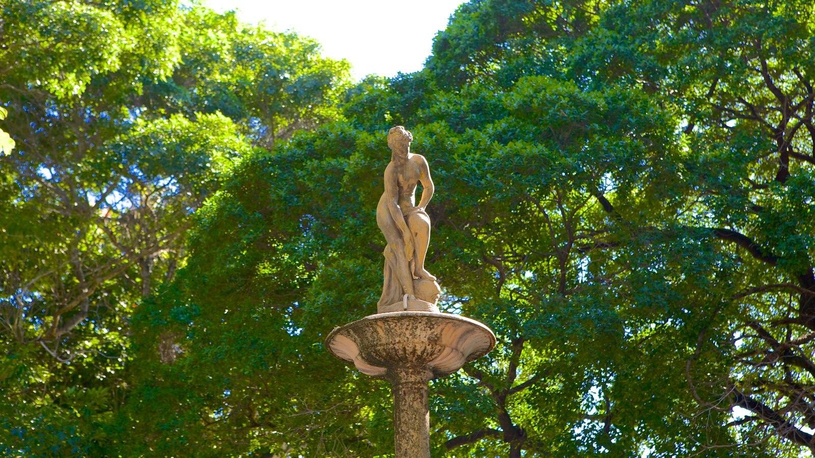 Passeio Público que inclui uma estátua ou escultura