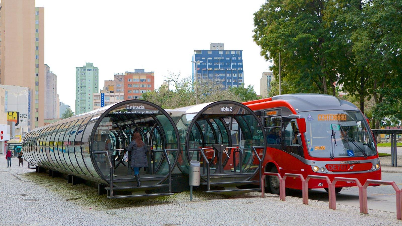 Curitiba caracterizando uma cidade, passeios e arquitetura moderna