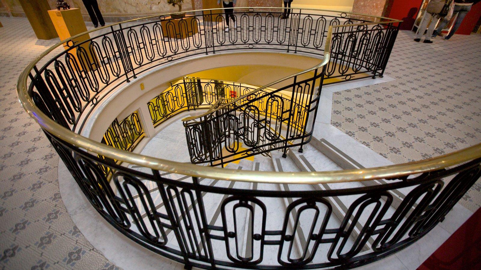 Santander Cultural mostrando vistas internas e arquitetura moderna