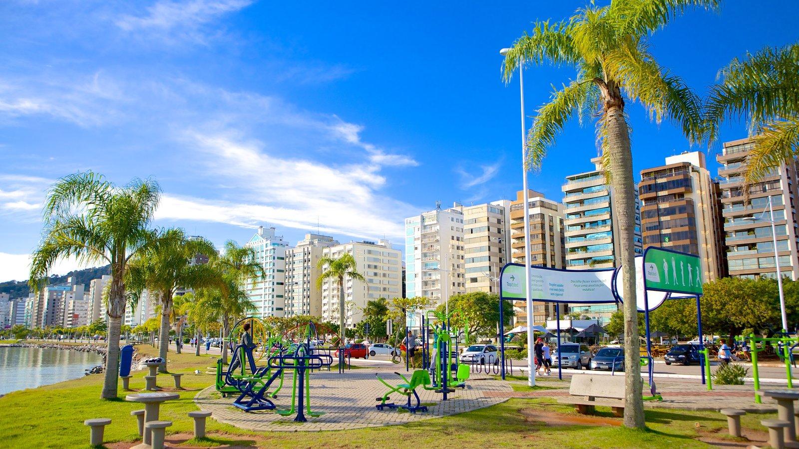 Florianópolis mostrando um parque e cenas tropicais