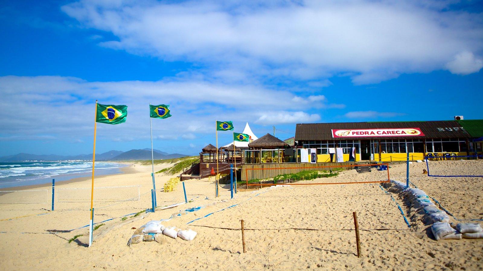 Praia da Joaquina mostrando uma praia de areia