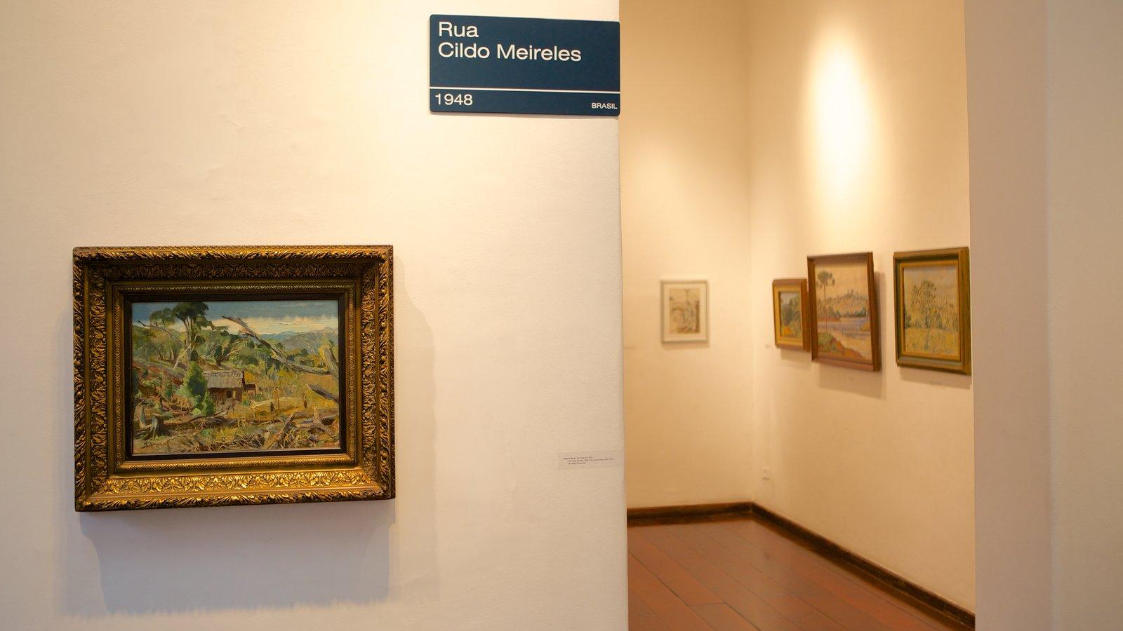 Museu de Arte Contemporânea caracterizando vistas internas e arte