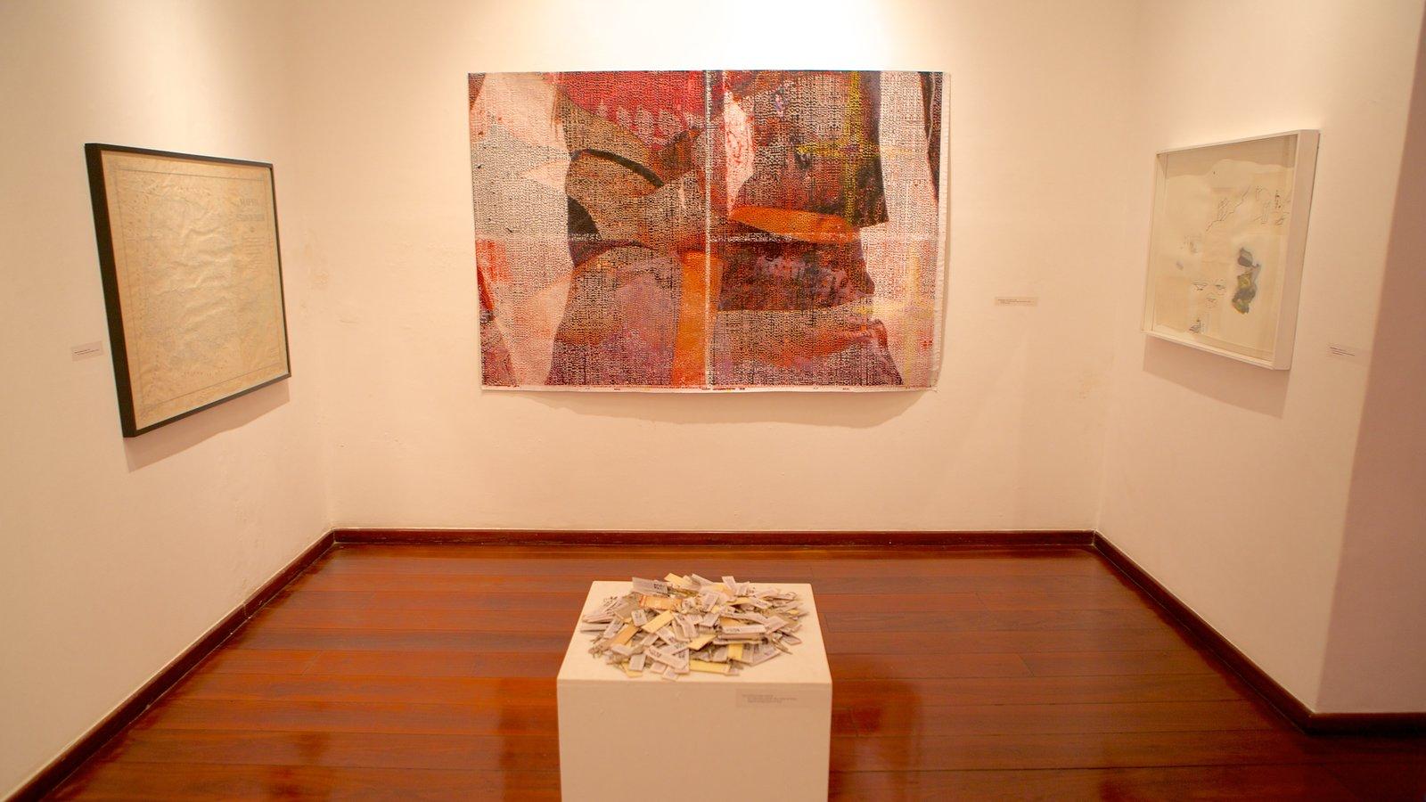 Museu de Arte Contemporânea mostrando arte e vistas internas
