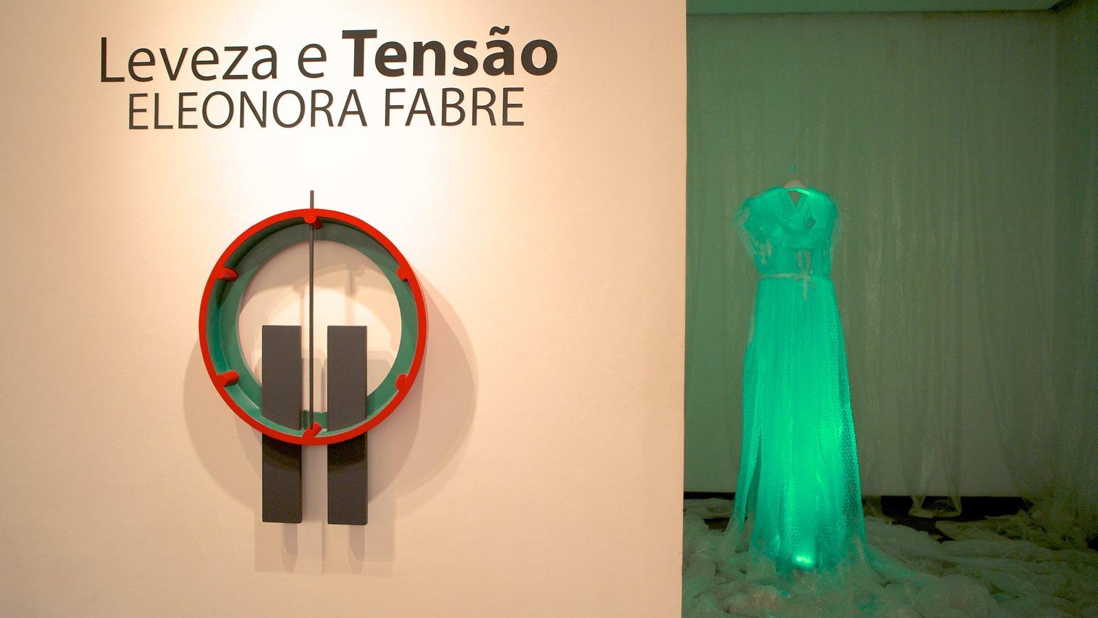 Museu de Arte Contemporânea que inclui arte e vistas internas