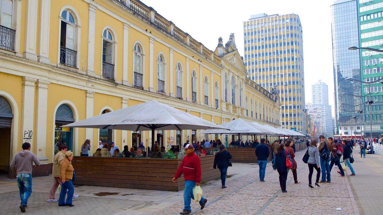 Mercado Público caracterizando uma praça ou plaza, estilo de vida de cafeteria e um arranha-céu