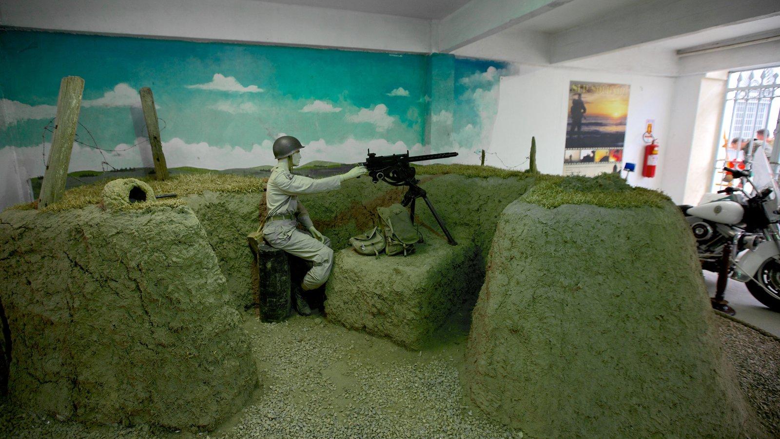 Museu Militar que inclui vistas internas e itens militares