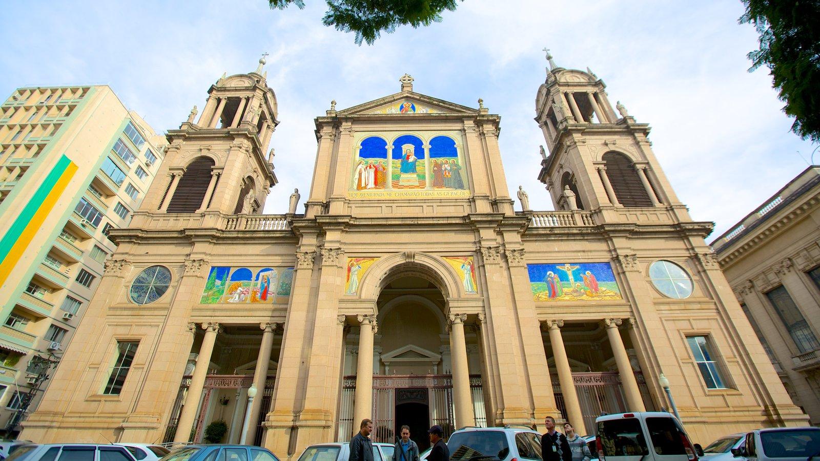 Catedral Metropolitana mostrando uma igreja ou catedral, arquitetura de patrimônio e cenas de rua