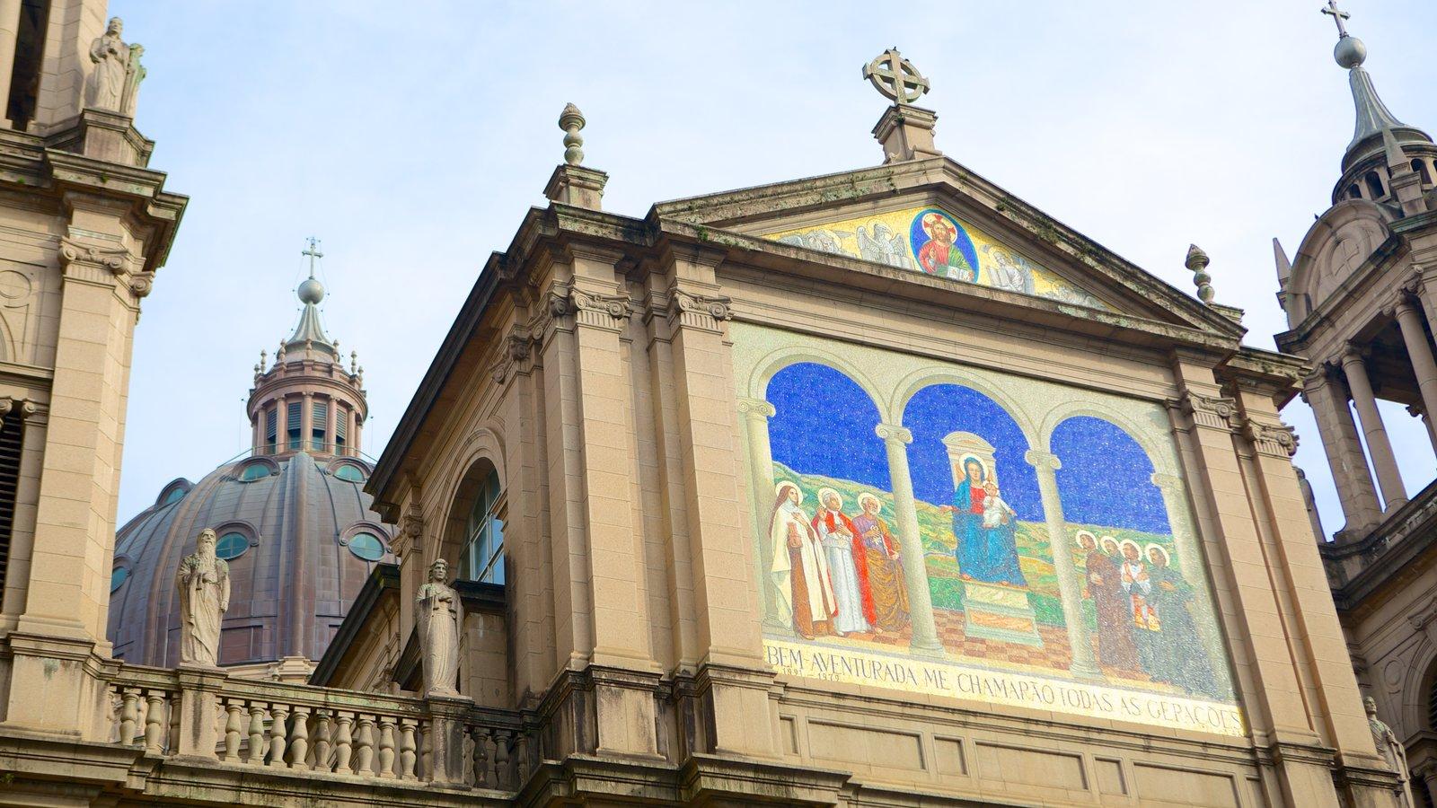 Catedral Metropolitana que inclui uma igreja ou catedral, elementos religiosos e arquitetura de patrimônio