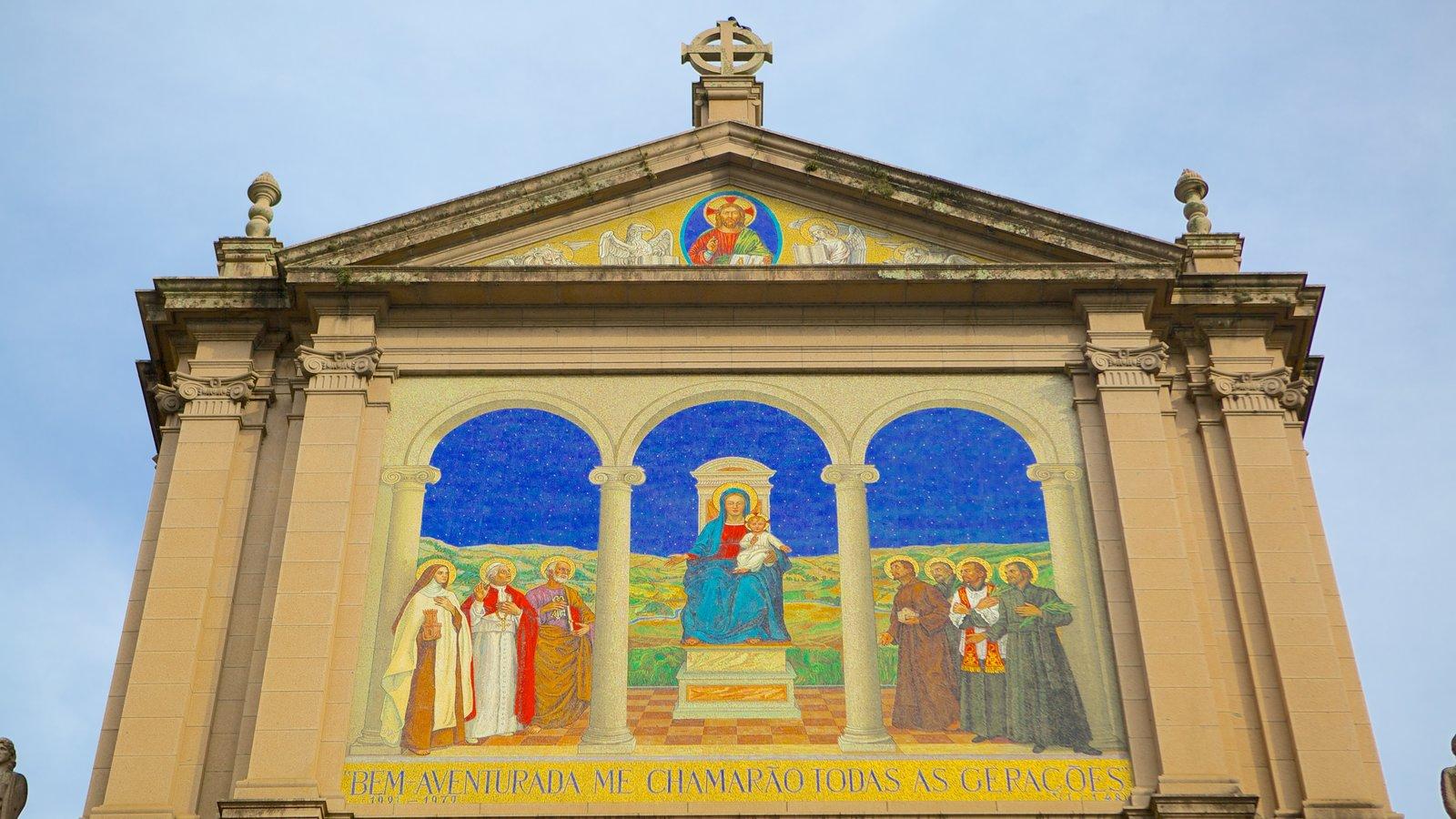 Catedral Metropolitana caracterizando uma igreja ou catedral e aspectos religiosos