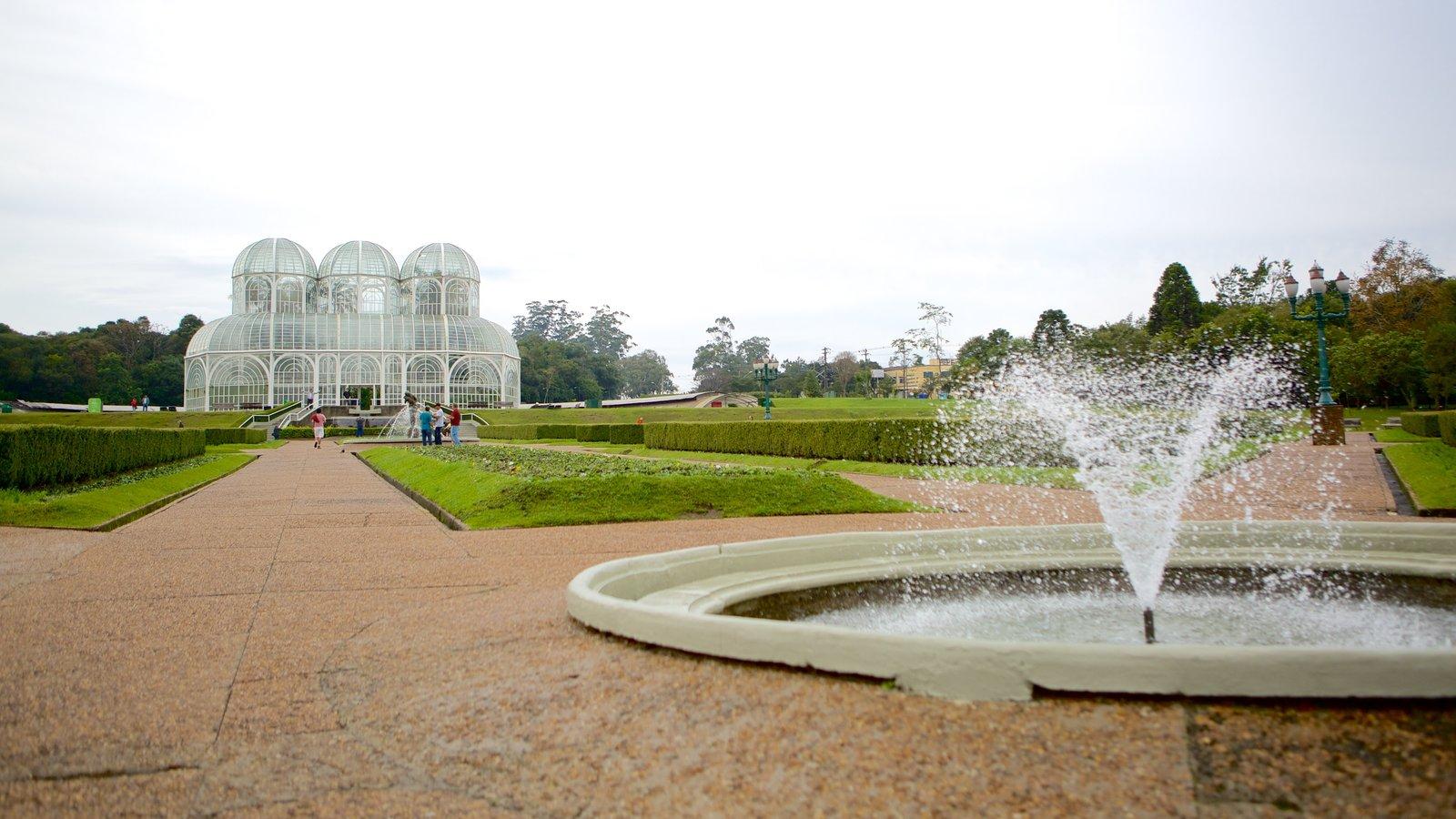 Parque Botânico de Curitiba caracterizando uma fonte e um jardim