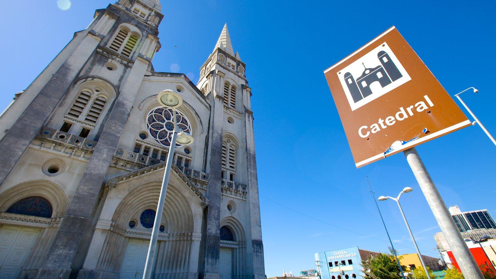 Catedral da Sé caracterizando uma igreja ou catedral e sinalização
