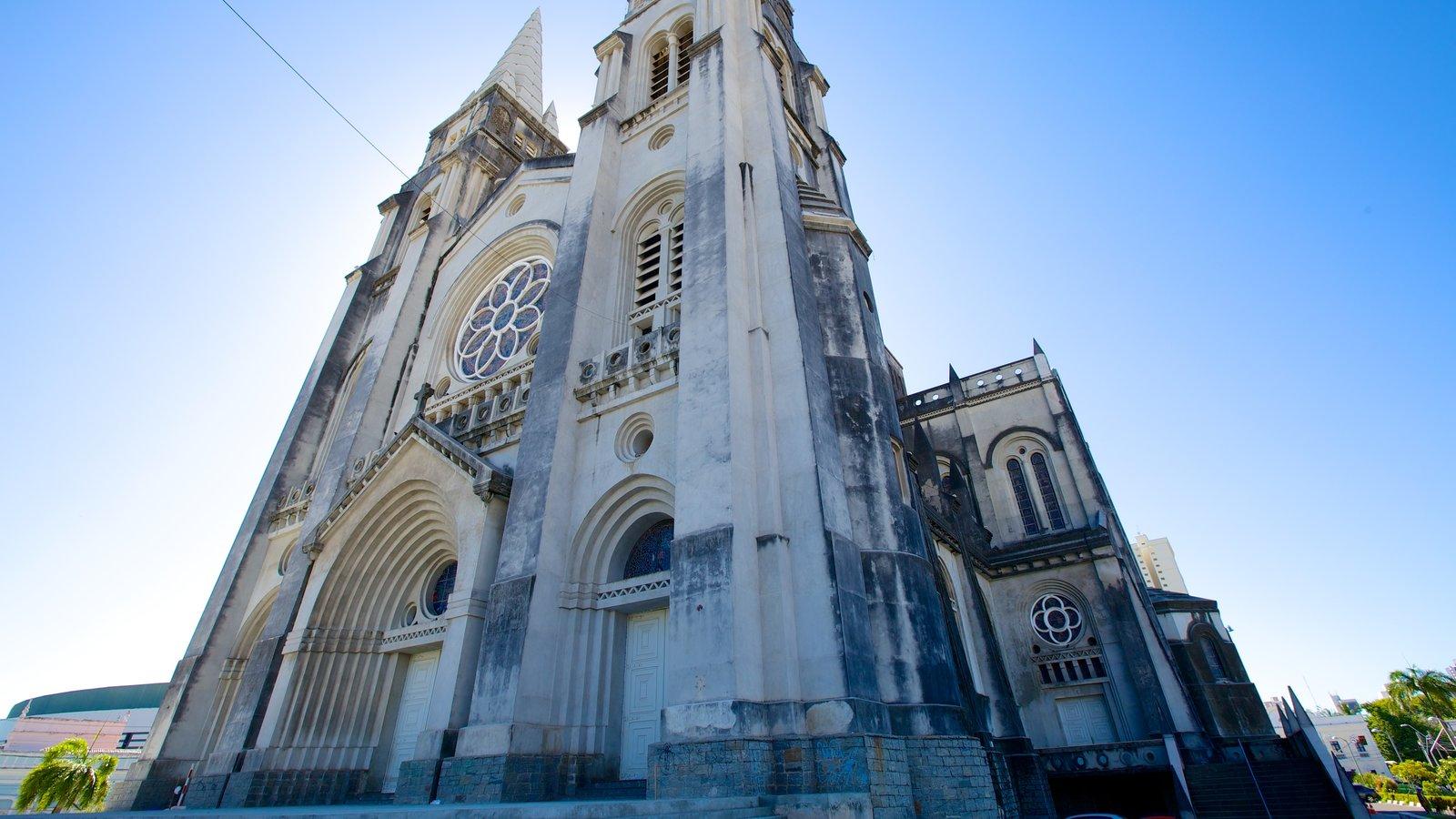 Catedral da Sé caracterizando elementos de patrimônio e uma igreja ou catedral