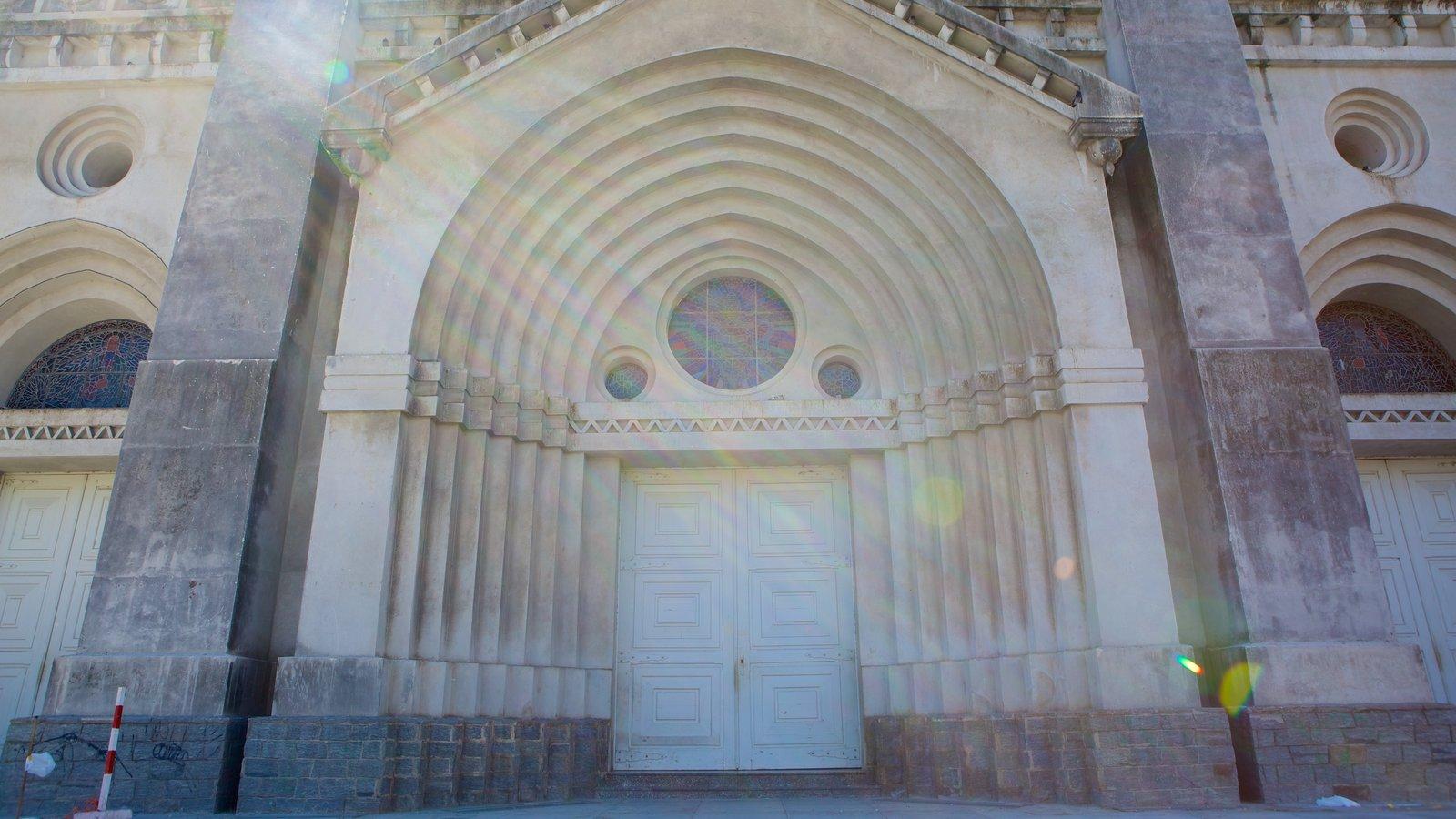 Catedral da Sé que inclui elementos de patrimônio e uma igreja ou catedral
