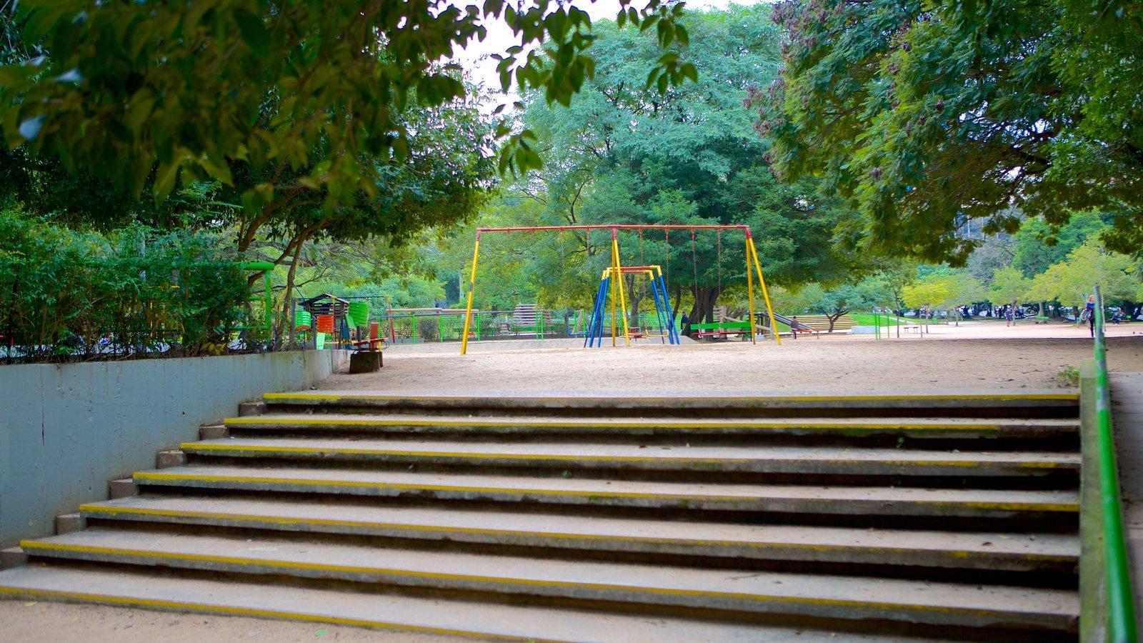 Parque Moinhos de Vento mostrando um parque e um parquinho