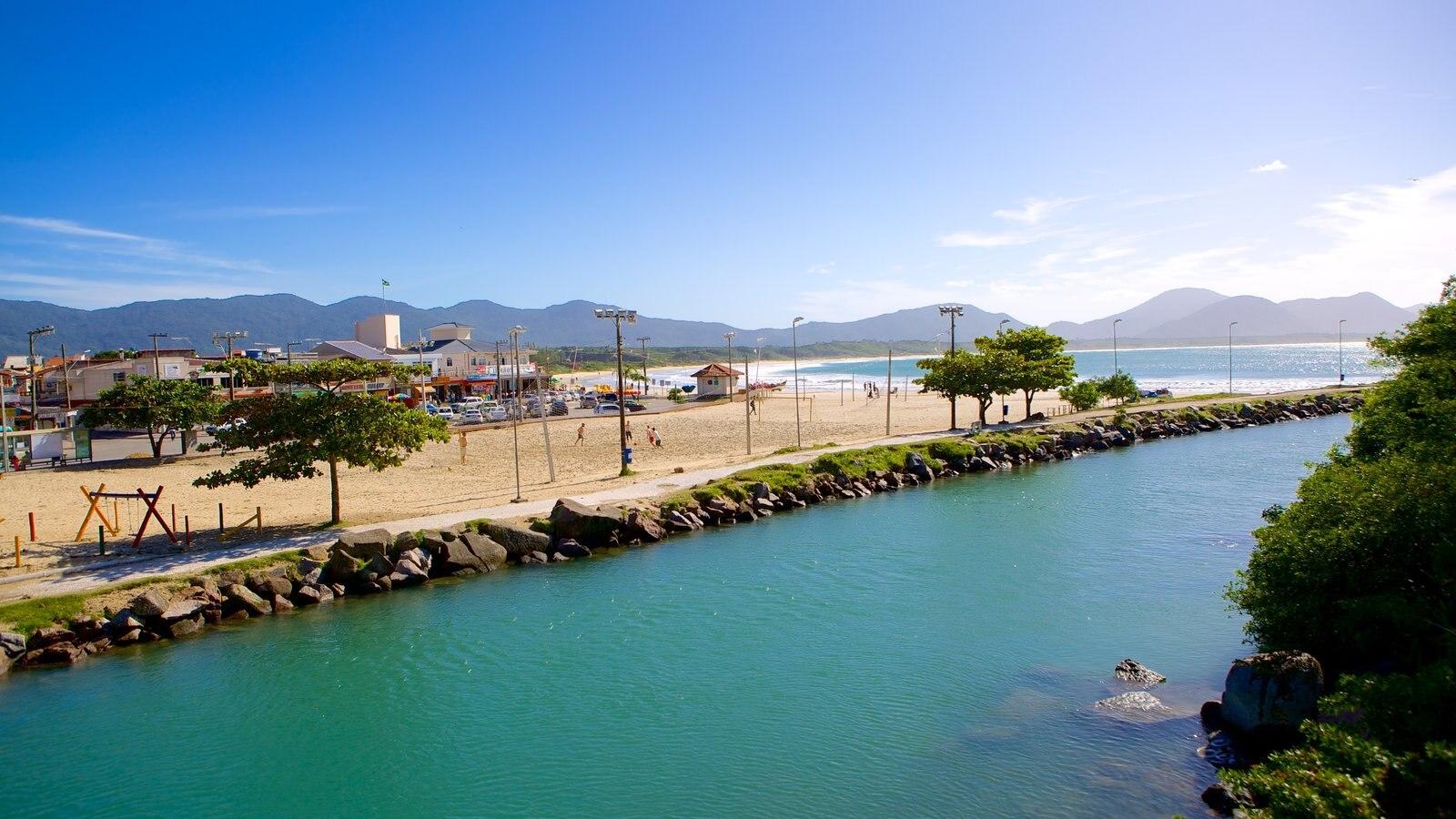 Praia da Barra da Lagoa que inclui um rio ou córrego