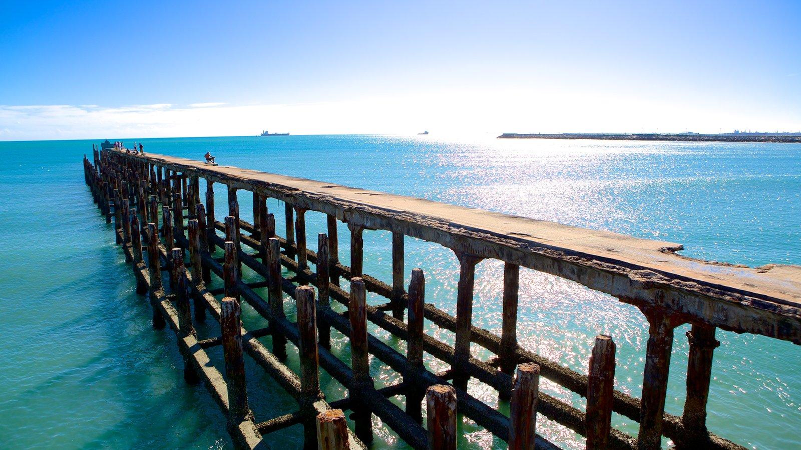 Ponte dos Ingleses caracterizando paisagens litorâneas