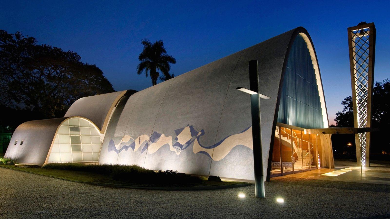 Belo Horizonte que inclui arquitetura moderna, cenas noturnas e uma igreja ou catedral