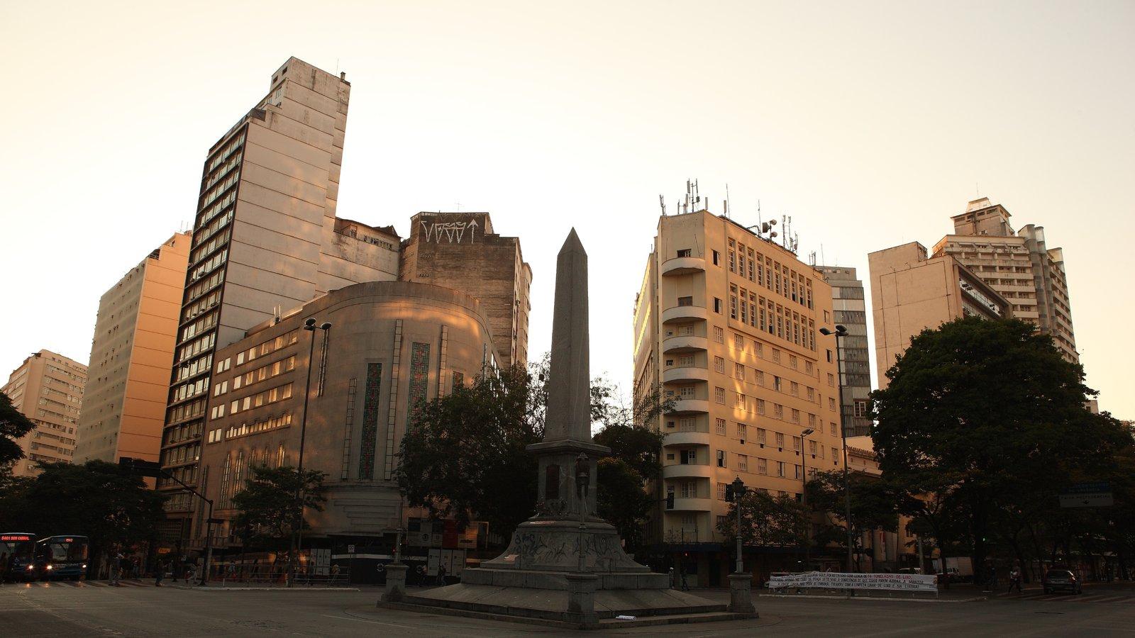 Belo Horizonte mostrando uma praça ou plaza, uma cidade e um monumento