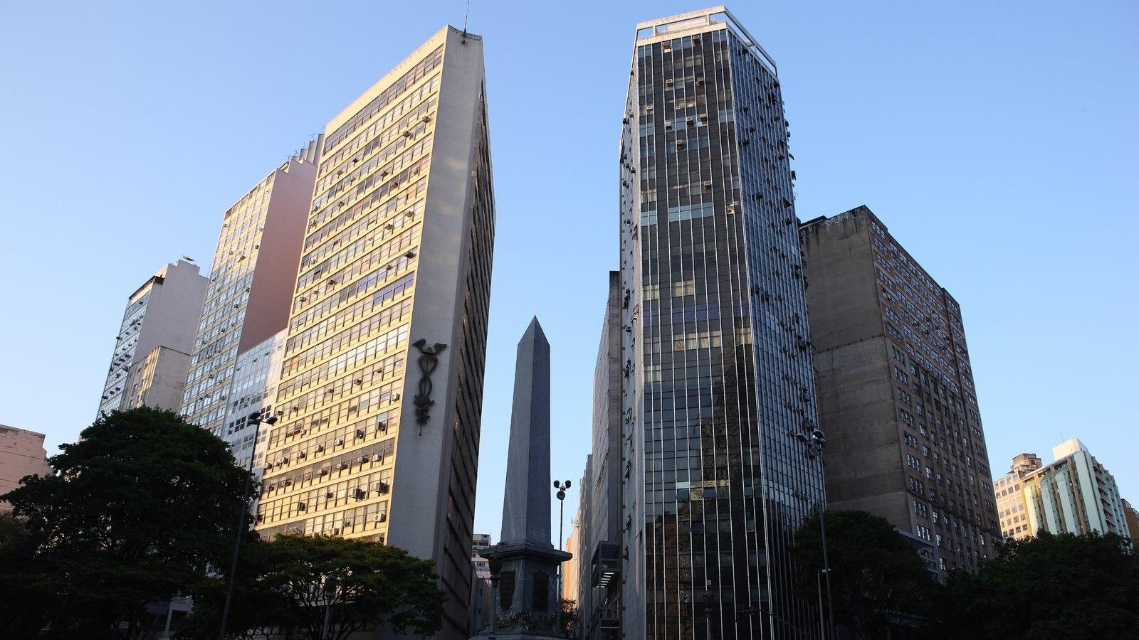 Belo Horizonte mostrando uma cidade e um edifício