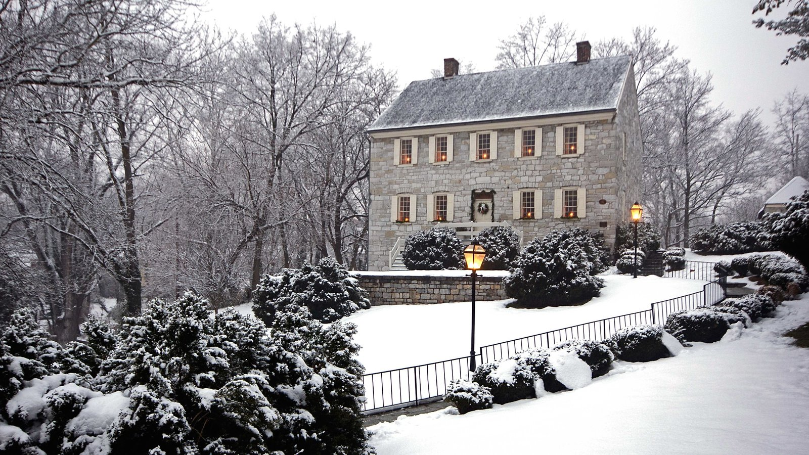 Martinsburg mostrando nieve y una casa