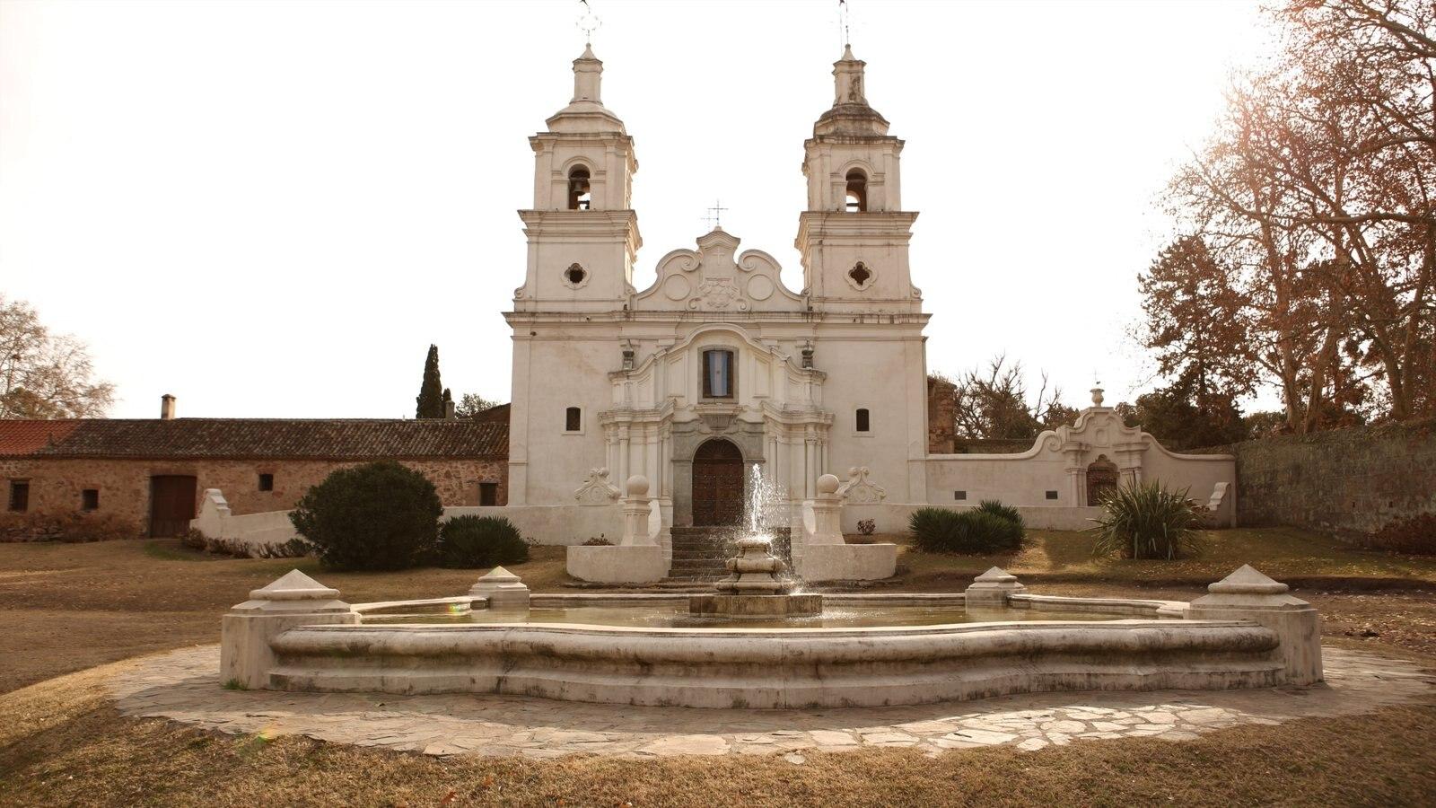 Cordoba que inclui uma igreja ou catedral e elementos religiosos