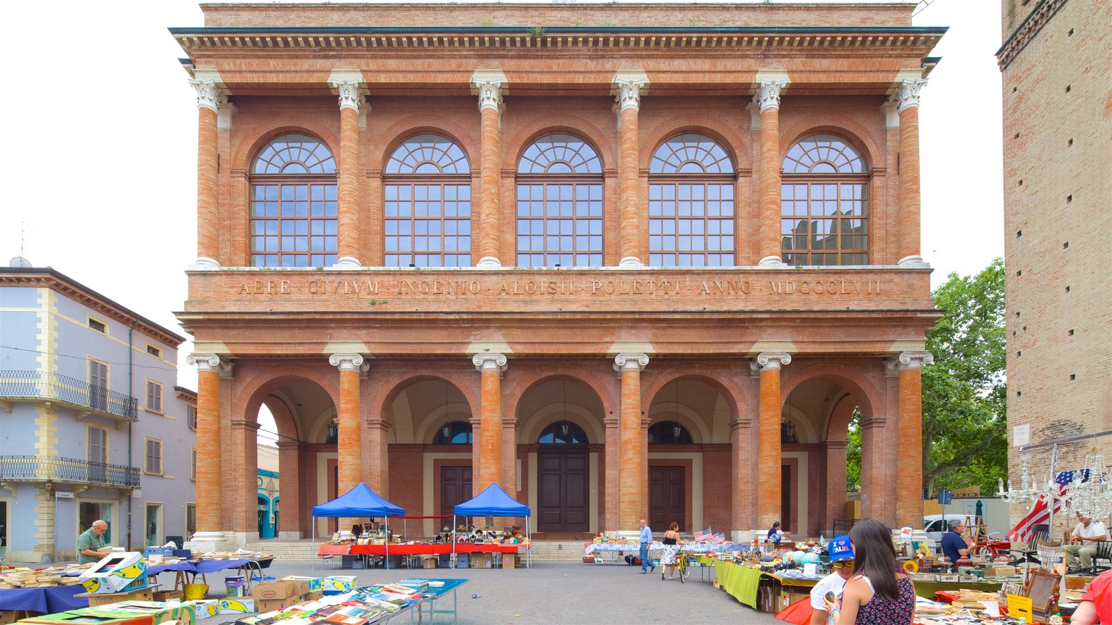 Piazza Cavour showing markets, heritage elements and street scenes