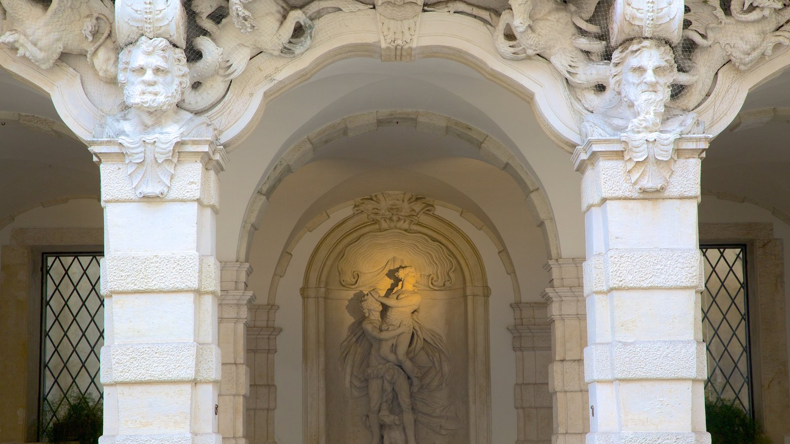 Gallerie di Palazzo Leoni Montanari featuring heritage architecture