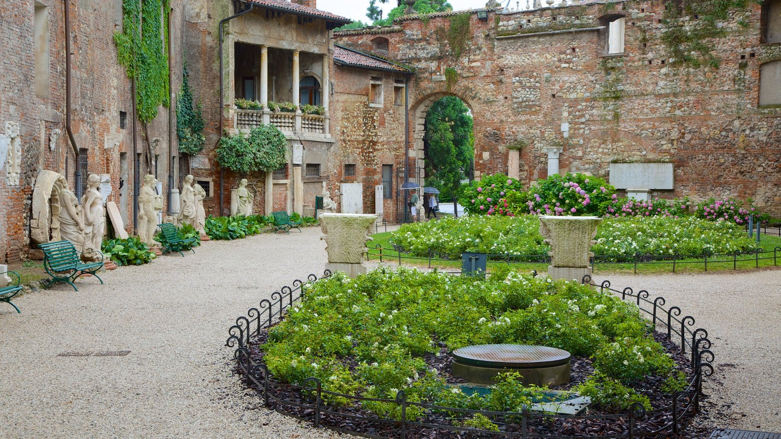 Vicenza which includes a garden and heritage elements
