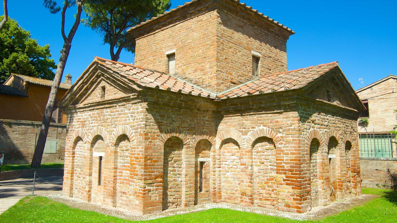 Mausoléu de Galla Placidia mostrando elementos de patrimônio e arquitetura de patrimônio