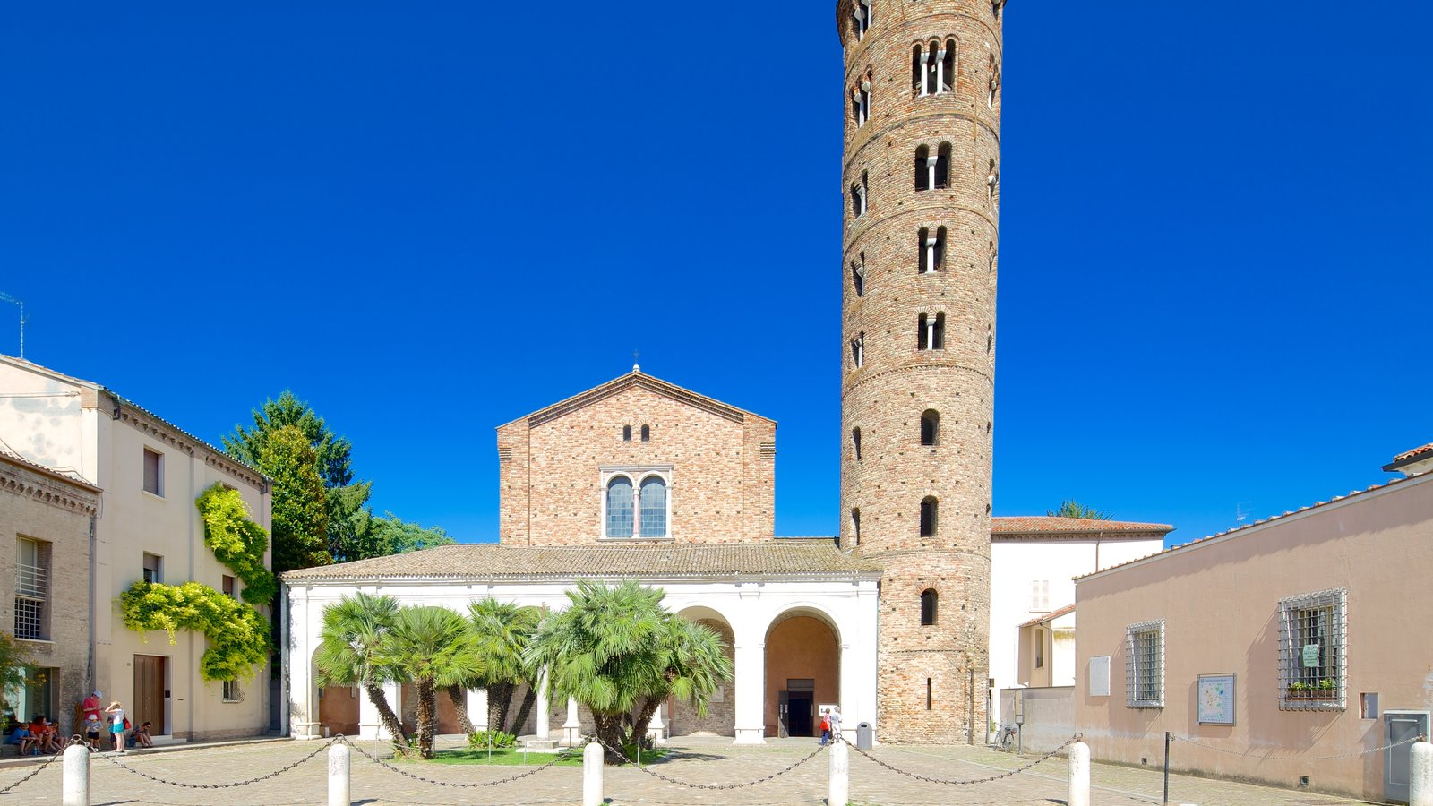 Basilica of Sant\' Apollinare Nuovo which includes street scenes and heritage elements