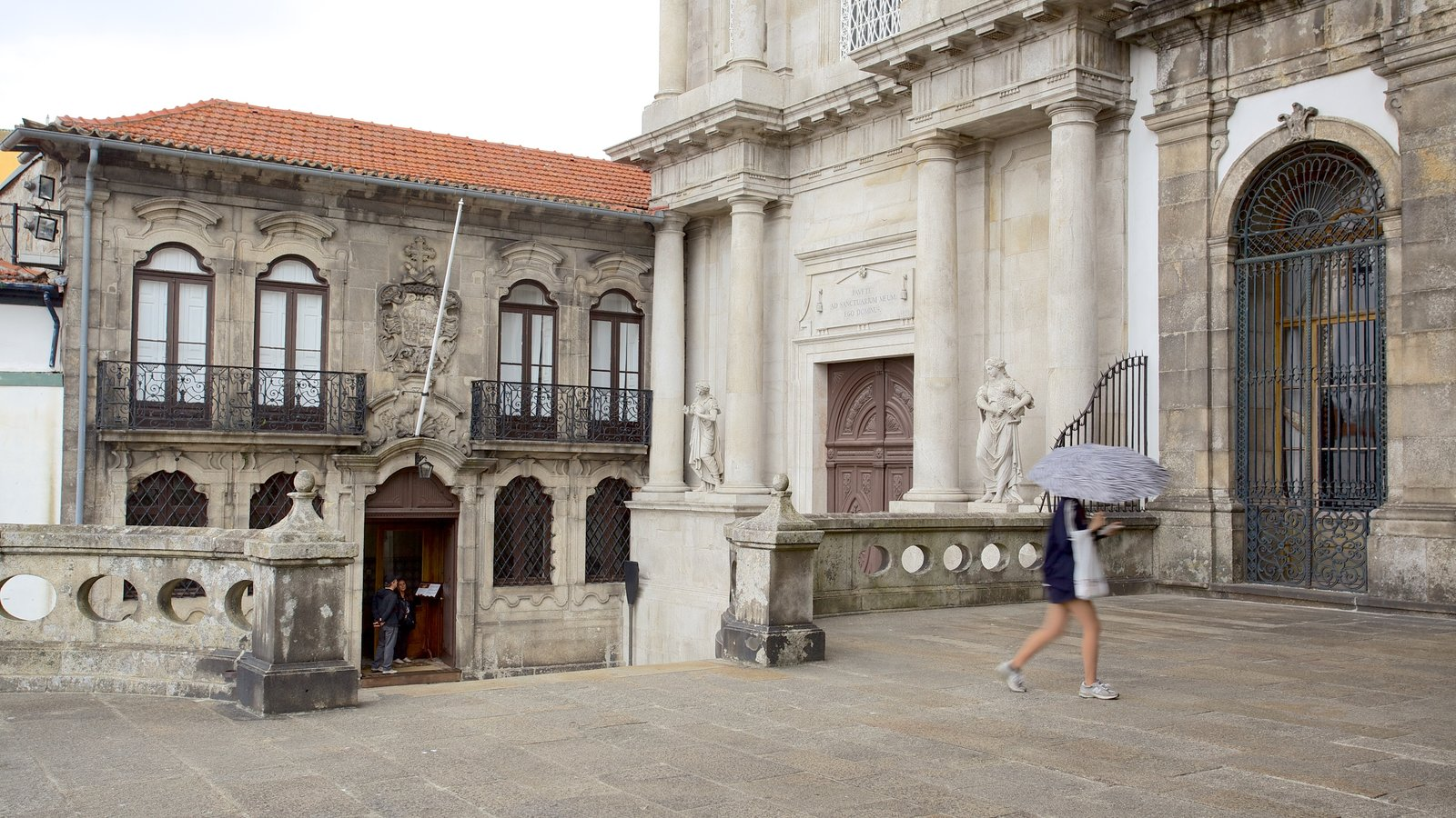 Church of Sao Francisco which includes heritage architecture, a church or cathedral and street scenes