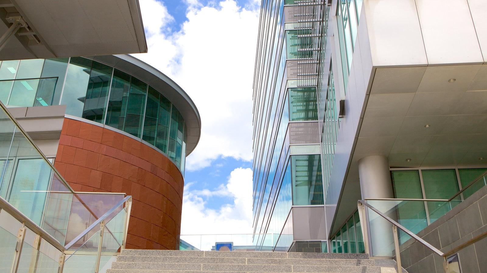 Kitchener mostrando uma cidade e arquitetura moderna
