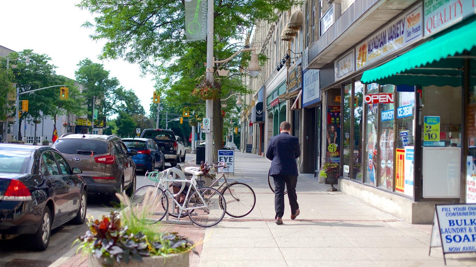 Guelph mostrando cenas de rua assim como um homem sozinho