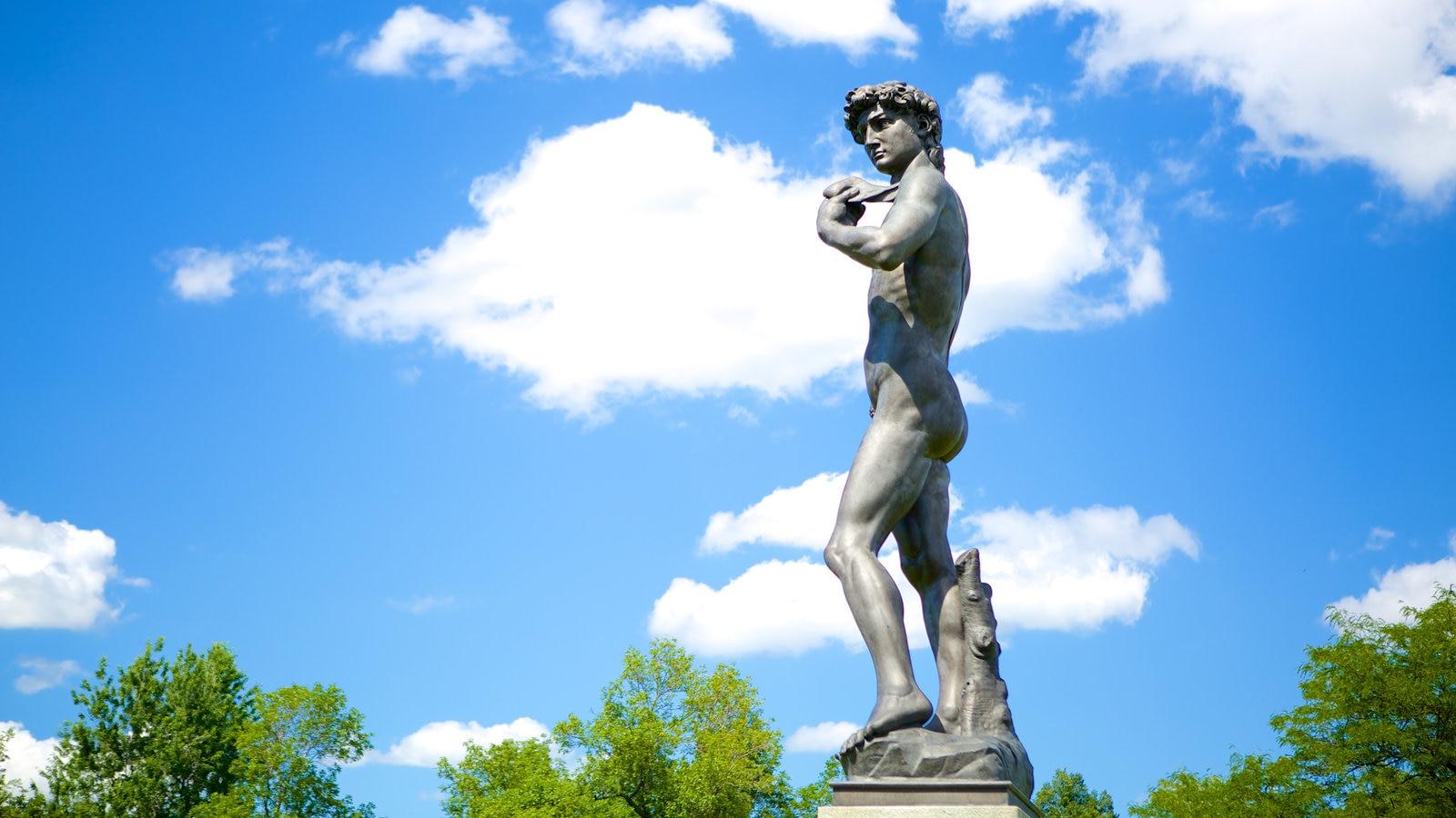 Delaware Park que inclui arte ao ar livre e uma estátua ou escultura