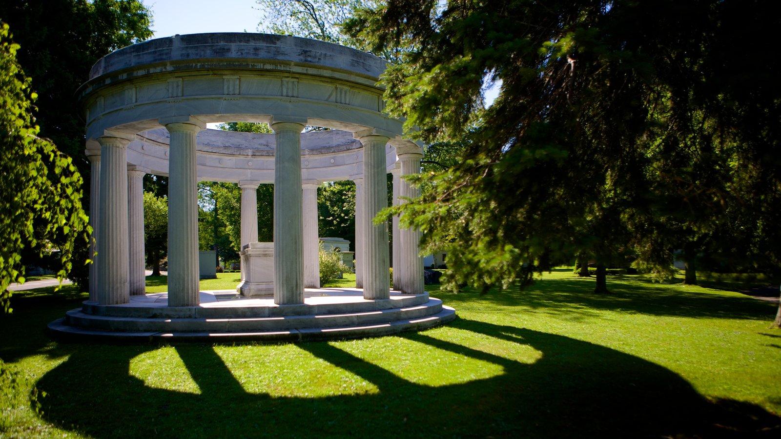 Forest Lawn Cemetery mostrando elementos de patrimônio e um cemitério