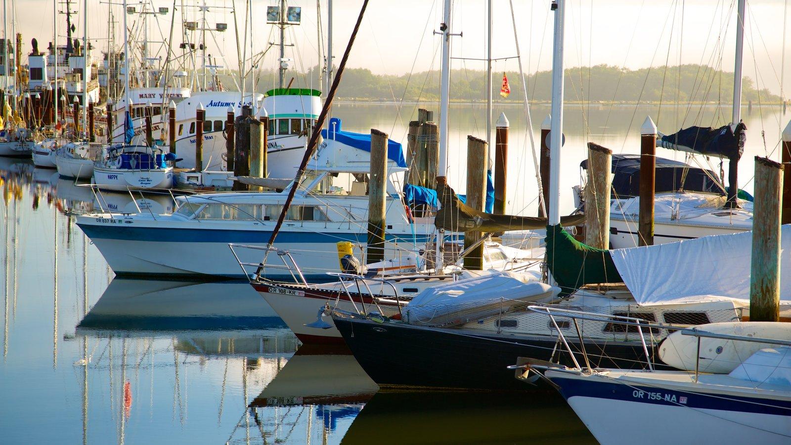 Coos Bay que incluye una marina