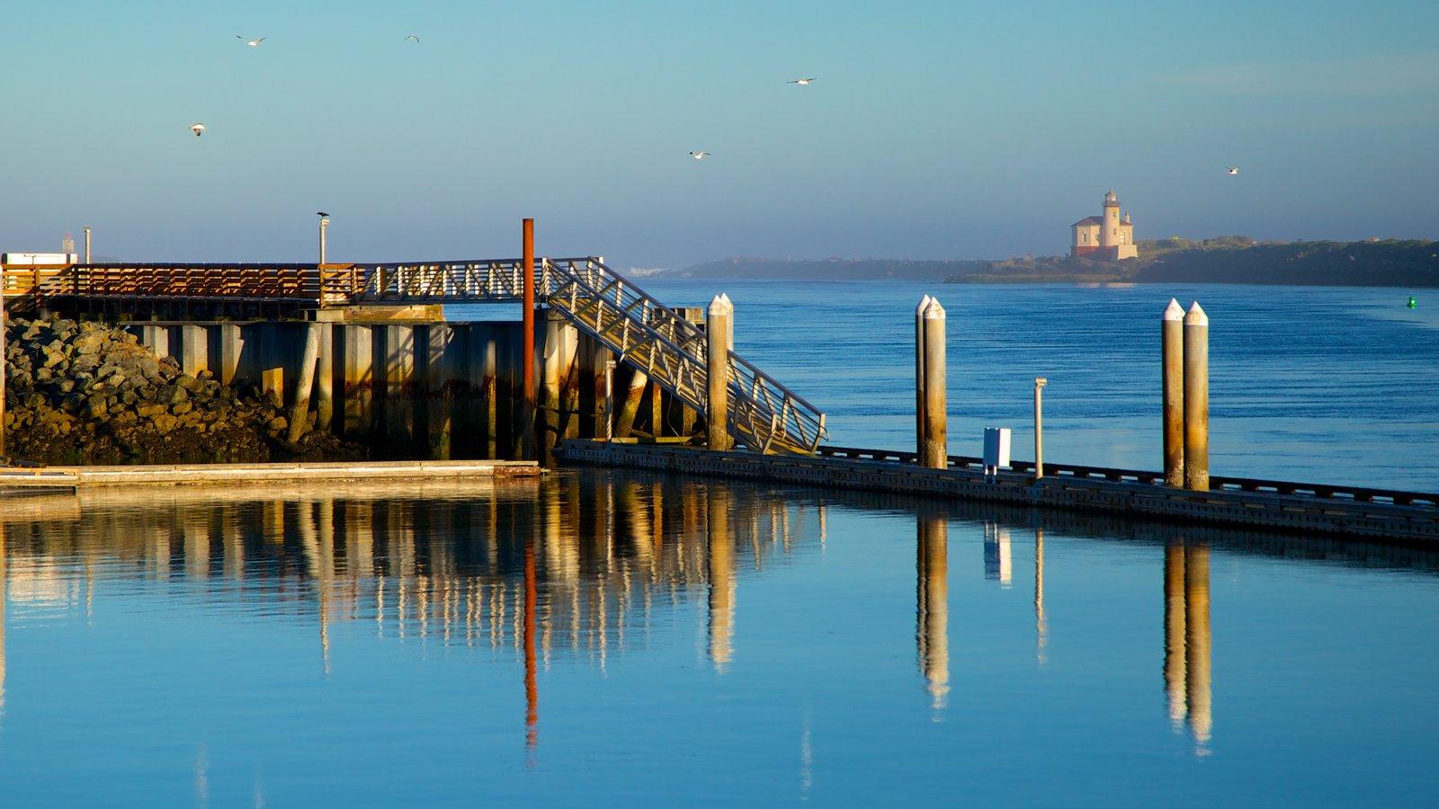 Bandon ofreciendo un puente y vistas generales de la costa