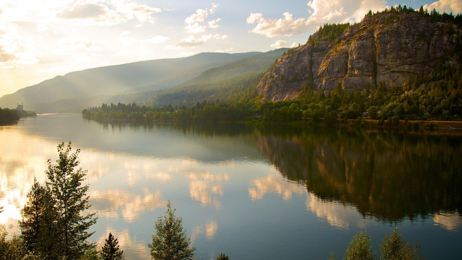 Castlegar que inclui um lago ou charco