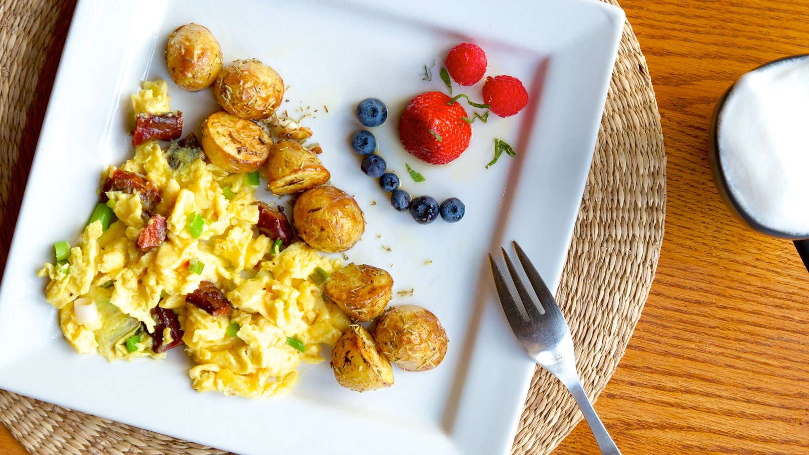 Castlegar which includes food