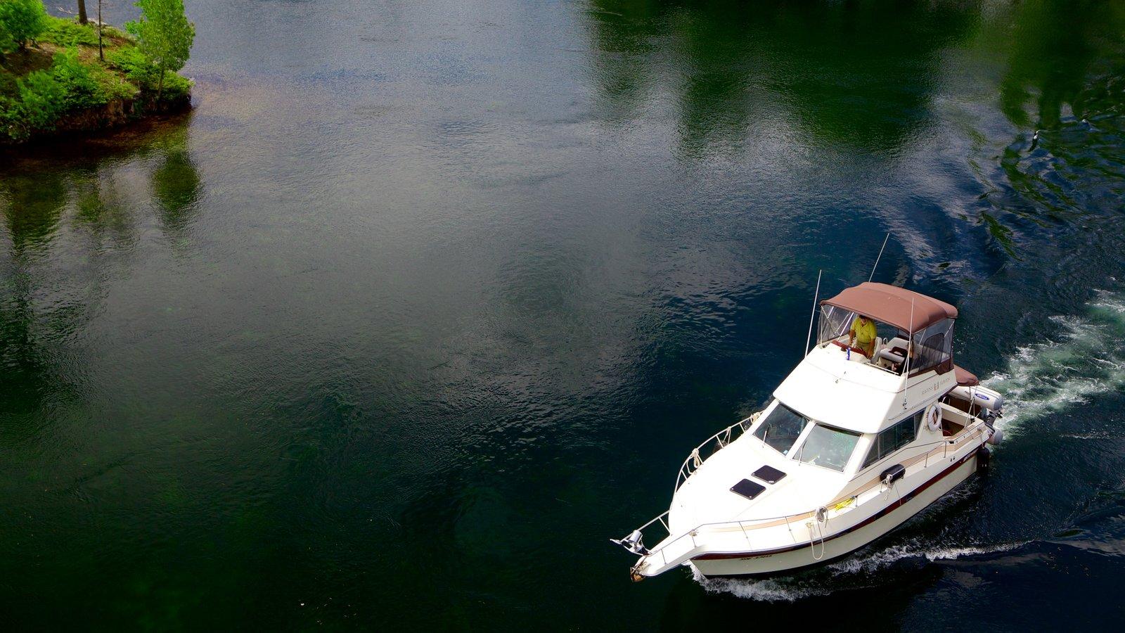 St. Lawrence Islands National Park mostrando canoagem e um rio ou córrego