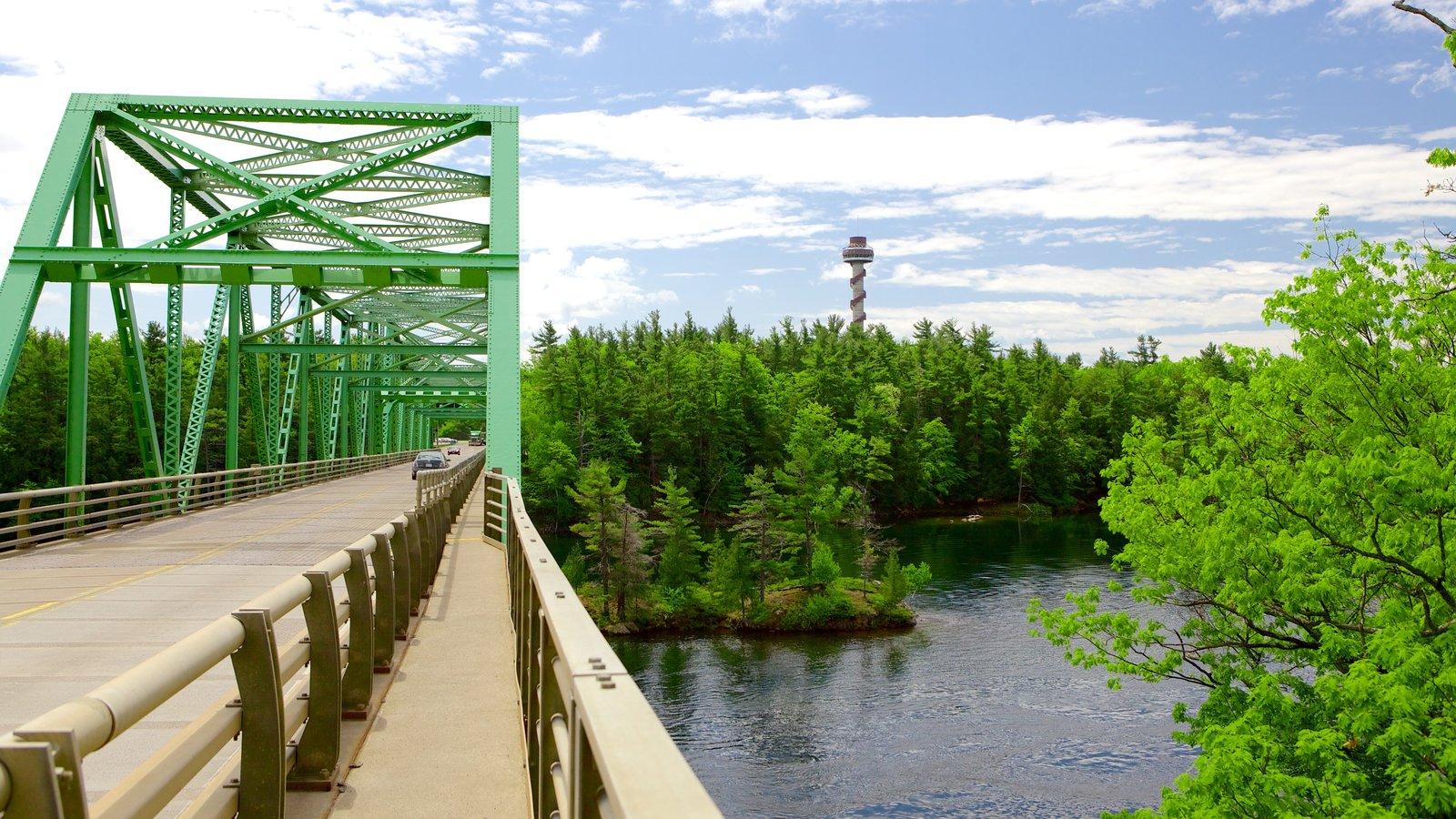 St. Lawrence Islands National Park caracterizando uma ponte e um rio ou córrego