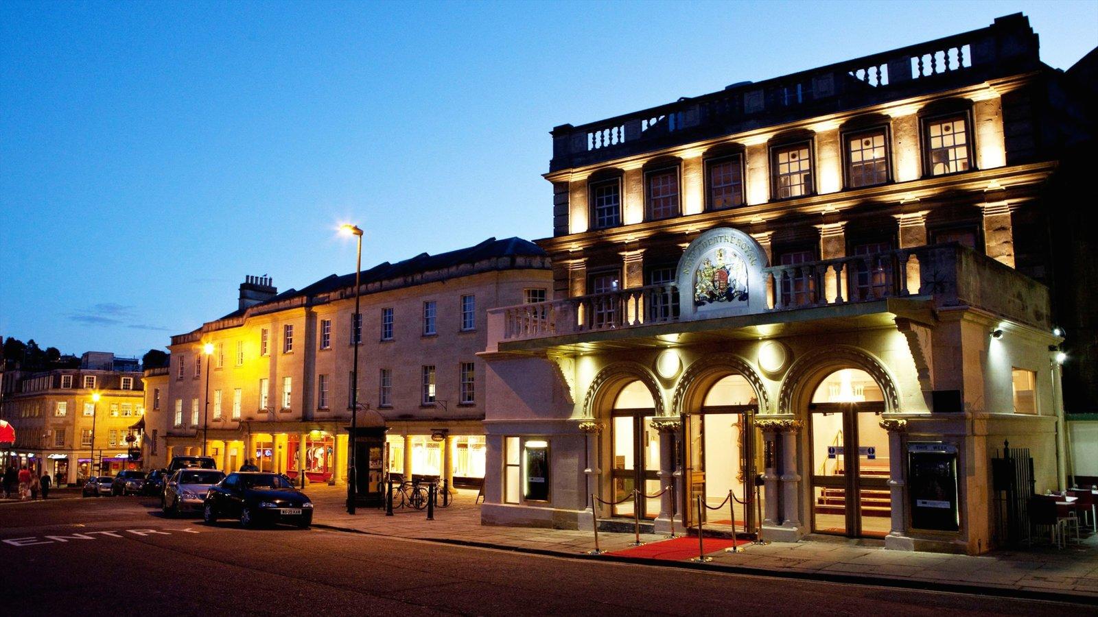 Bath que inclui arquitetura de patrimônio, cenas noturnas e cenas de rua