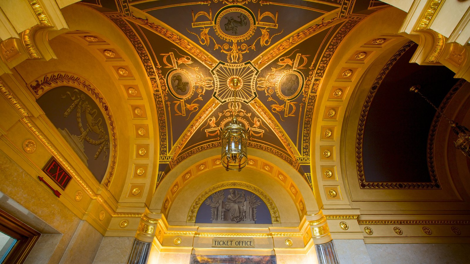 Hershey Theater que inclui vistas internas, arquitetura de patrimônio e cenas de teatro
