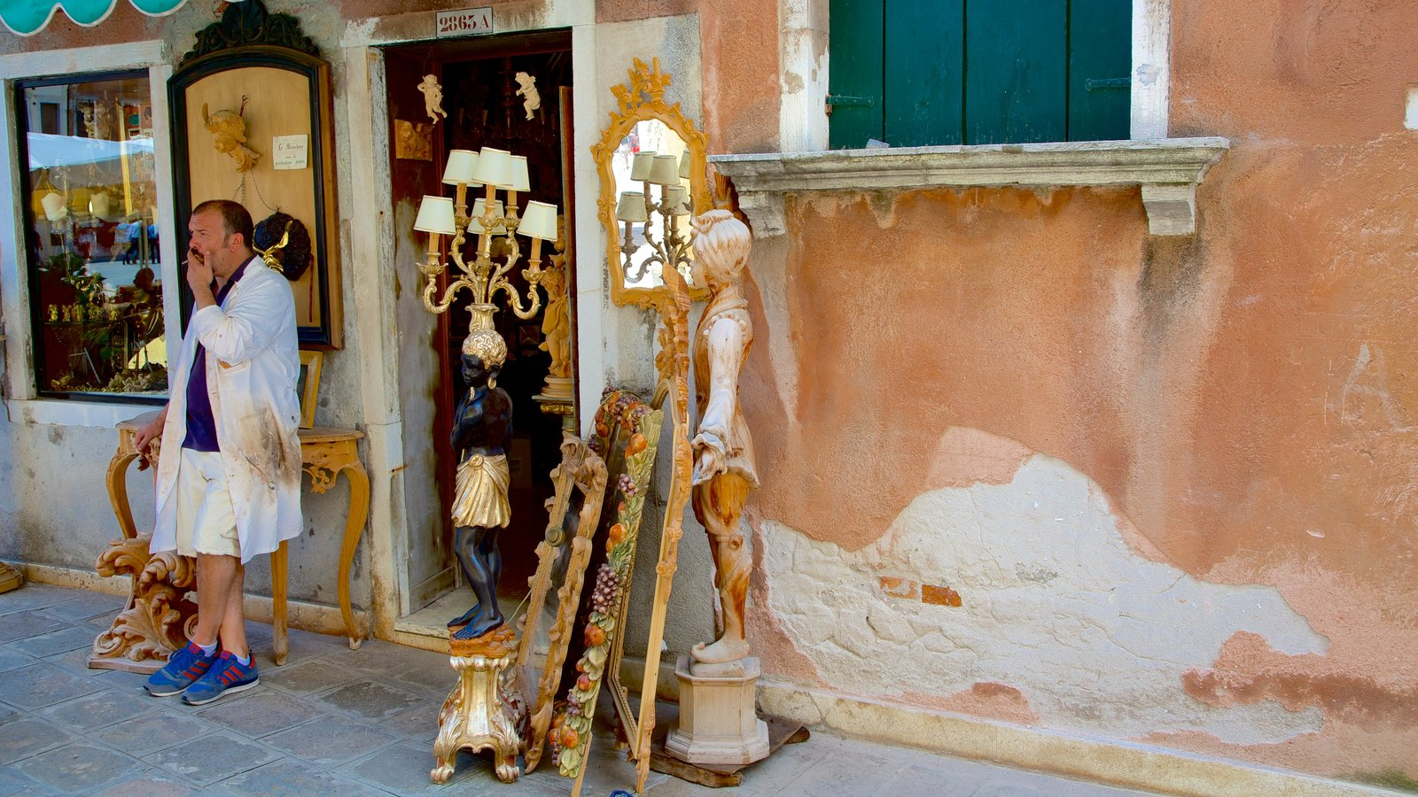 San Marco showing street scenes