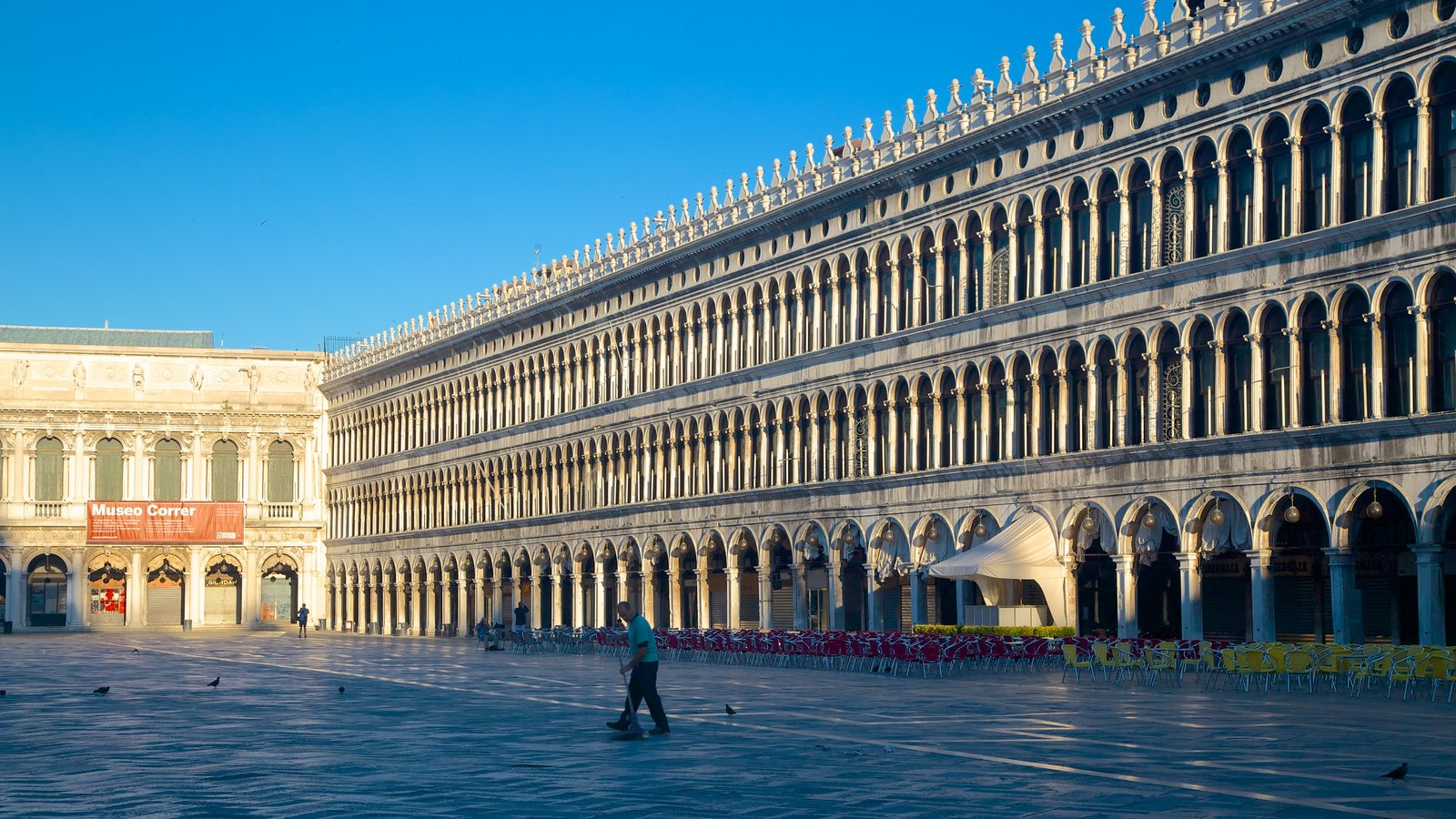 St. Mark\'s Square which includes heritage architecture, a square or plaza and chateau or palace