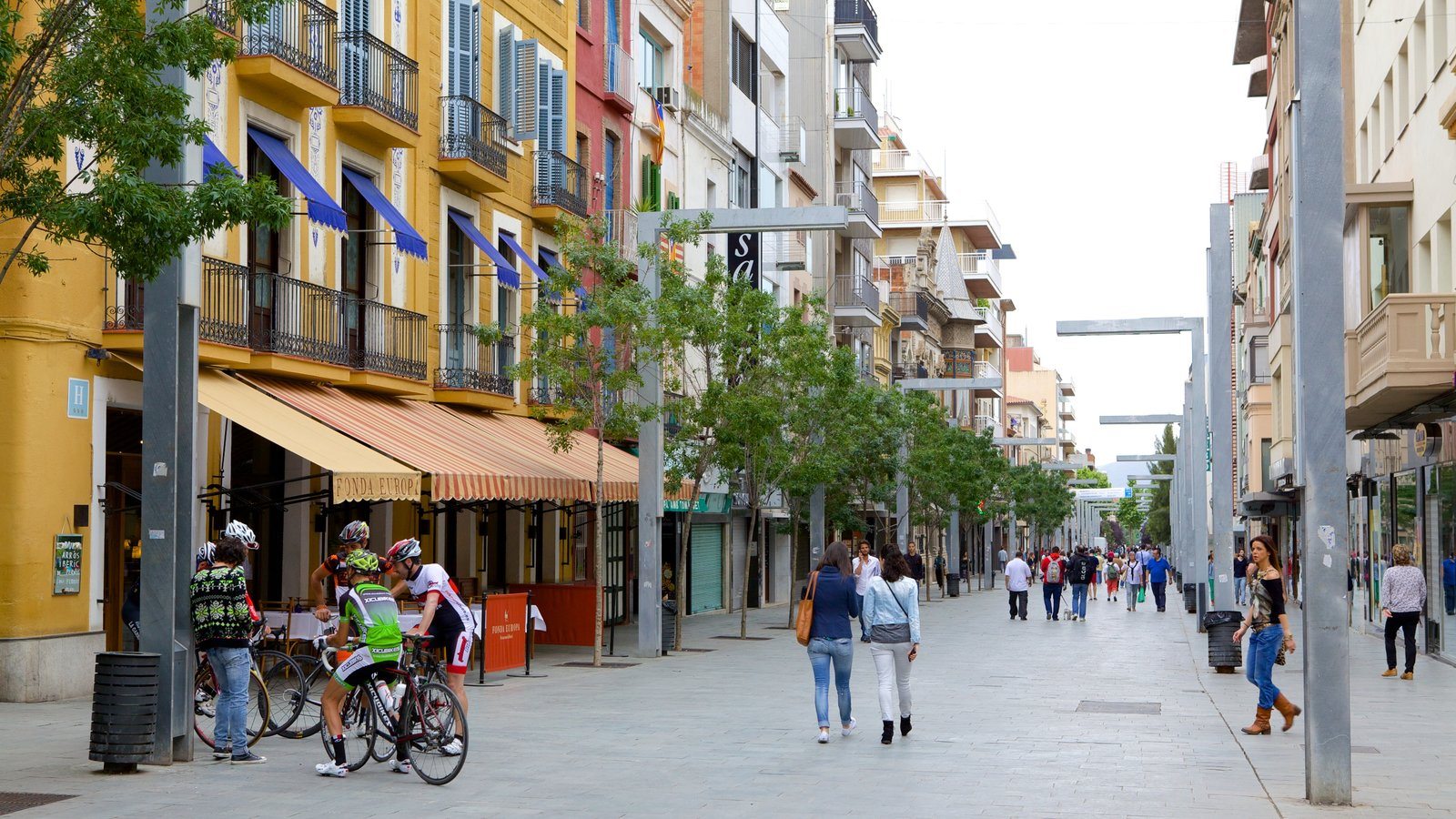 Granollers showing street scenes as well as a large group of people