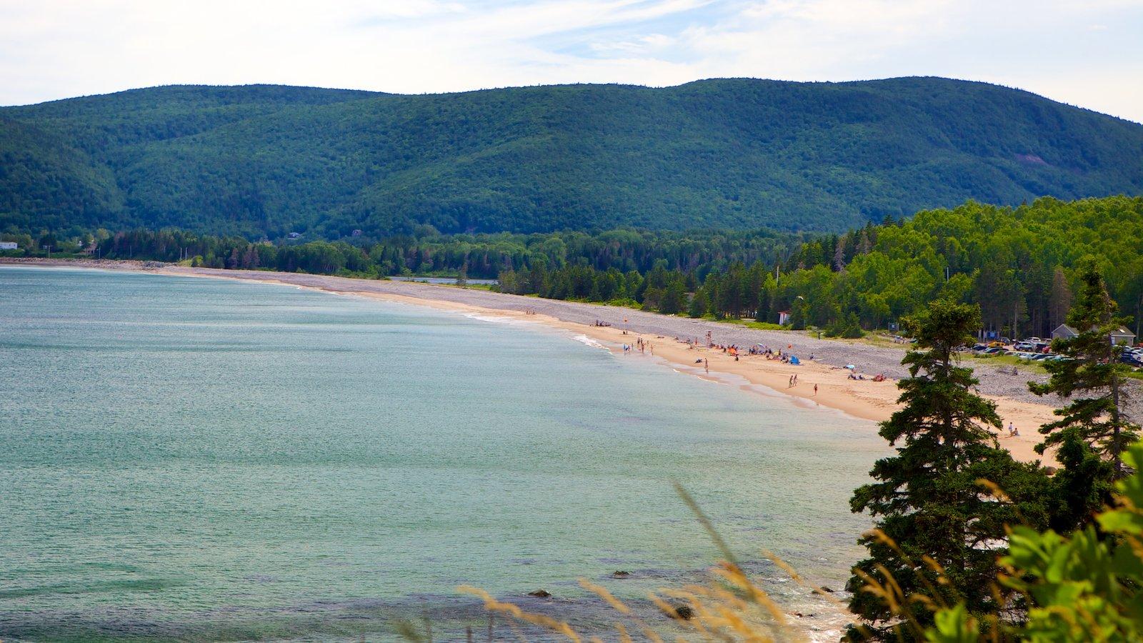 Cape Breton Highlands National Park que inclui uma praia